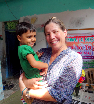 Sandra-Taylor-with-kid-in-an-orphanage-in-Delhi