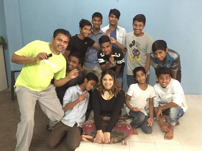 Marcia with street children while volunteering in India