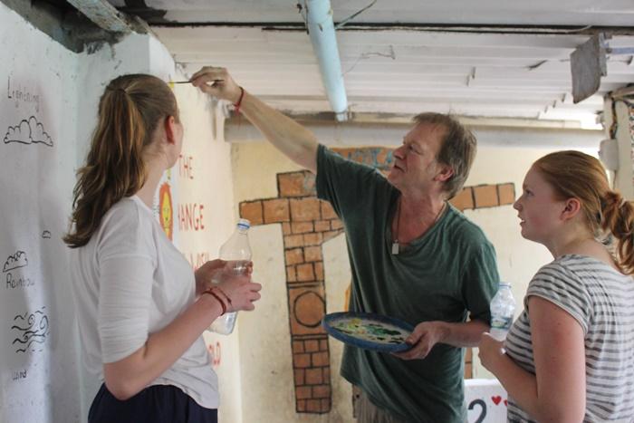 volunteers in India at school