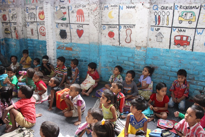 street children volunteering in Delhi India
