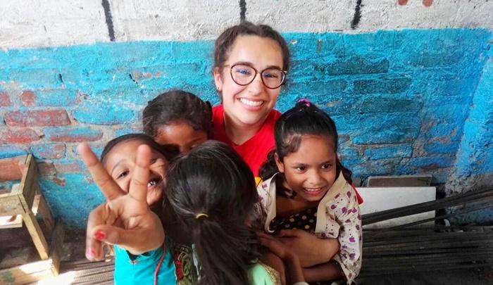street children volunteering in India