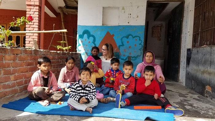 volunteer with children in Palampur India